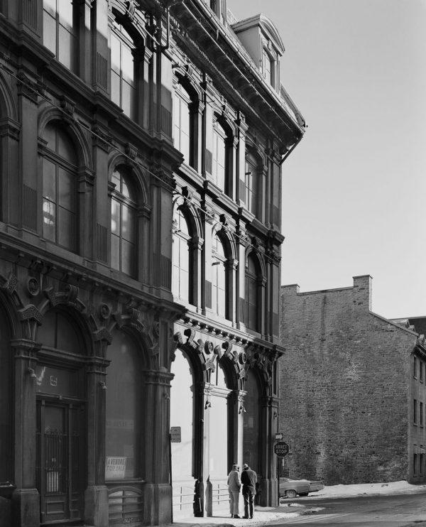 Anciens bâtiments dans une rue du Vieux-Montréal.