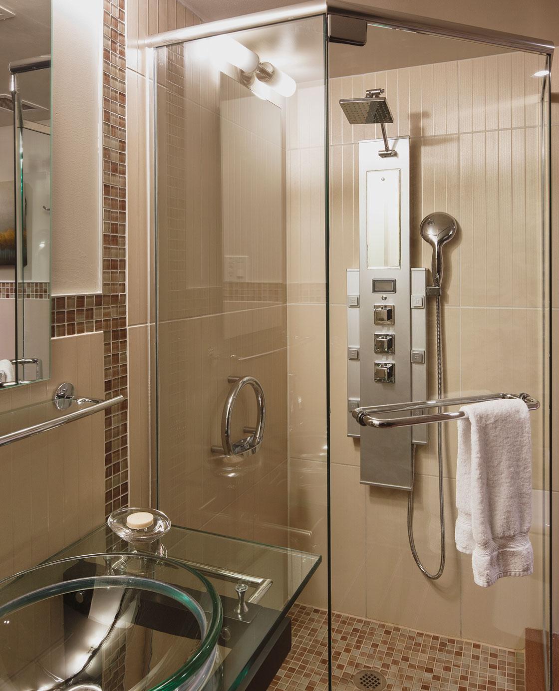 Une salle de bain d'une des chambres du Petit Hôtel.